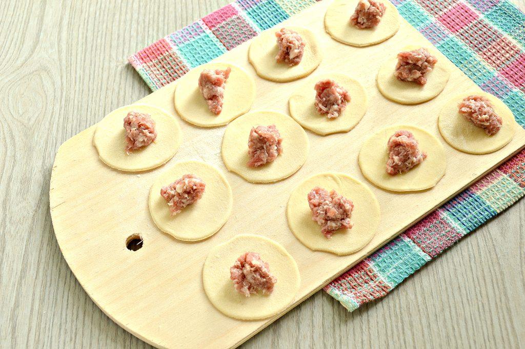 Фото рецепта - Пельмени с грибным соусом под сырной корочкой в духовке - шаг 2