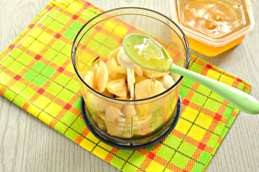 Фото рецепта - Молочный коктейль с яблоком и медом - шаг 3