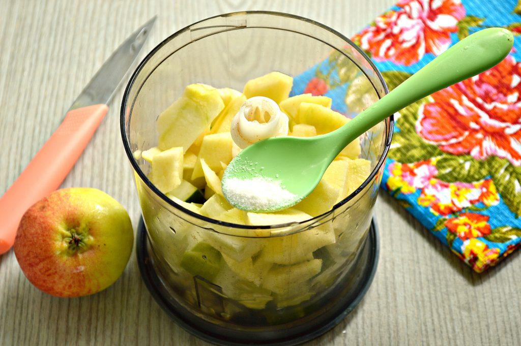 Фото рецепта - Смузи из огурцов с яблоком - шаг 3