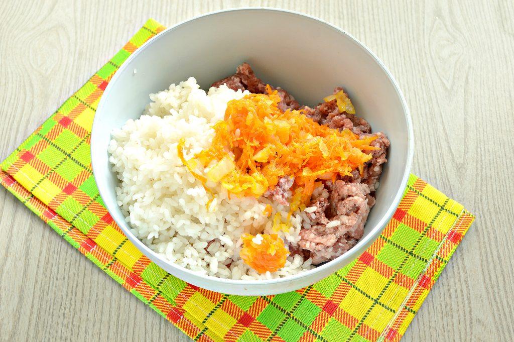 Фото рецепта - Фаршированный перец с говяжьим фаршем под сыром в духовке - шаг 3