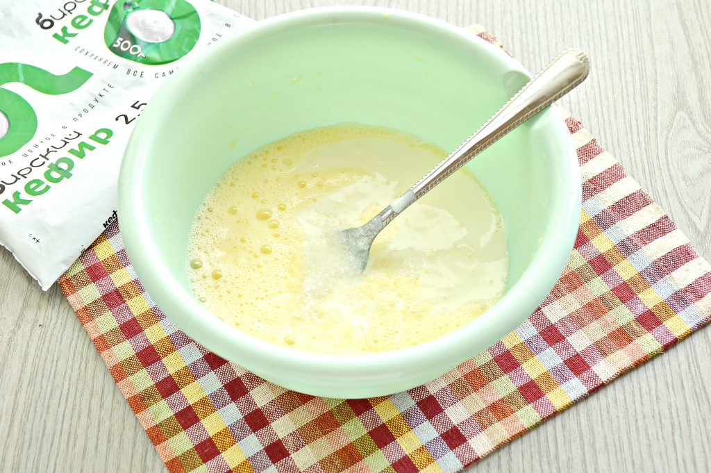 Фото рецепта - Тесто для вареников на кефире - шаг 3