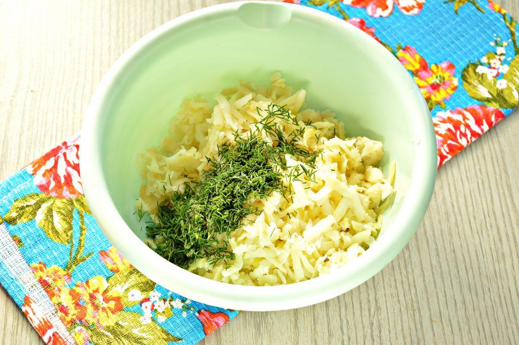 Фото рецепта - Картофельные оладьи из вареного картофеля - шаг 3