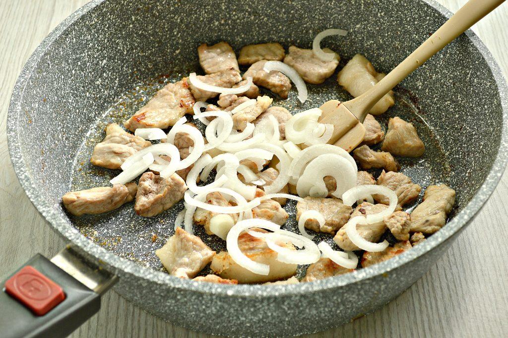 Фото рецепта - Свинина с шампиньонами в майонезе - шаг 3