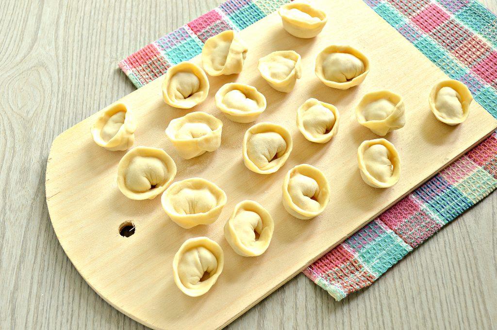 Фото рецепта - Пельмени с грибным соусом под сырной корочкой в духовке - шаг 3