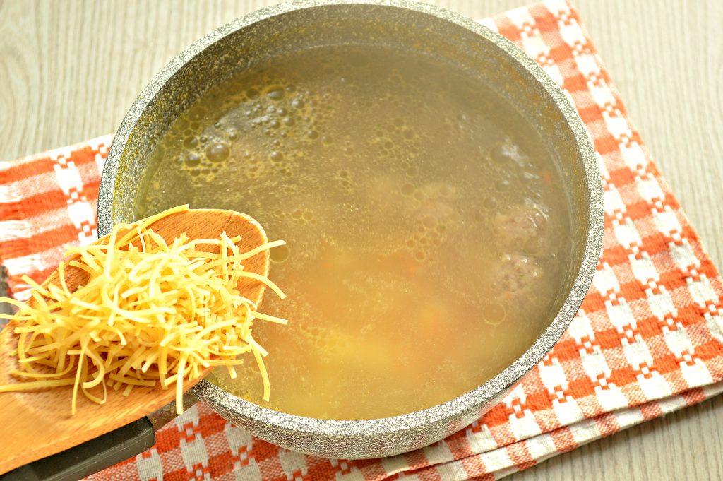 Фото рецепта - Суп-лапша с мясными фрикадельками - шаг 4