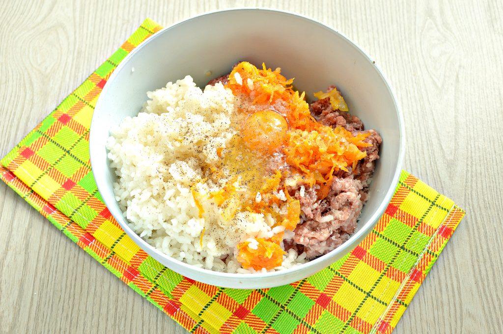 Фото рецепта - Фаршированный перец с говяжьим фаршем под сыром в духовке - шаг 4
