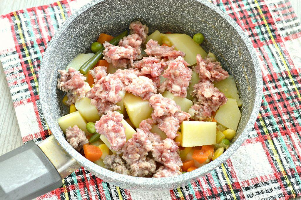 Фото рецепта - Картофель, тушенный с мексиканской овощной смесью и фаршем - шаг 4
