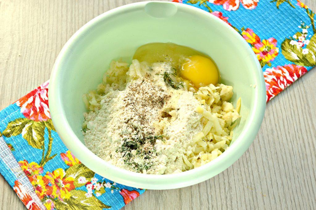 Фото рецепта - Картофельные оладьи из вареного картофеля - шаг 4