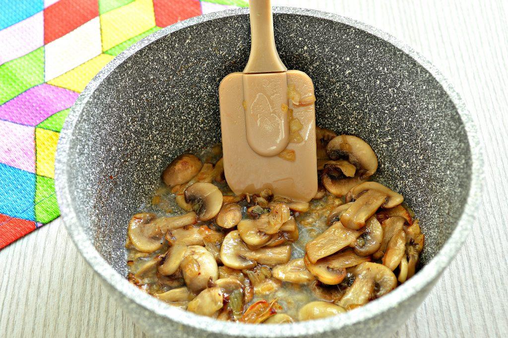 Фото рецепта - Грибной соус из шампиньонов - шаг 4