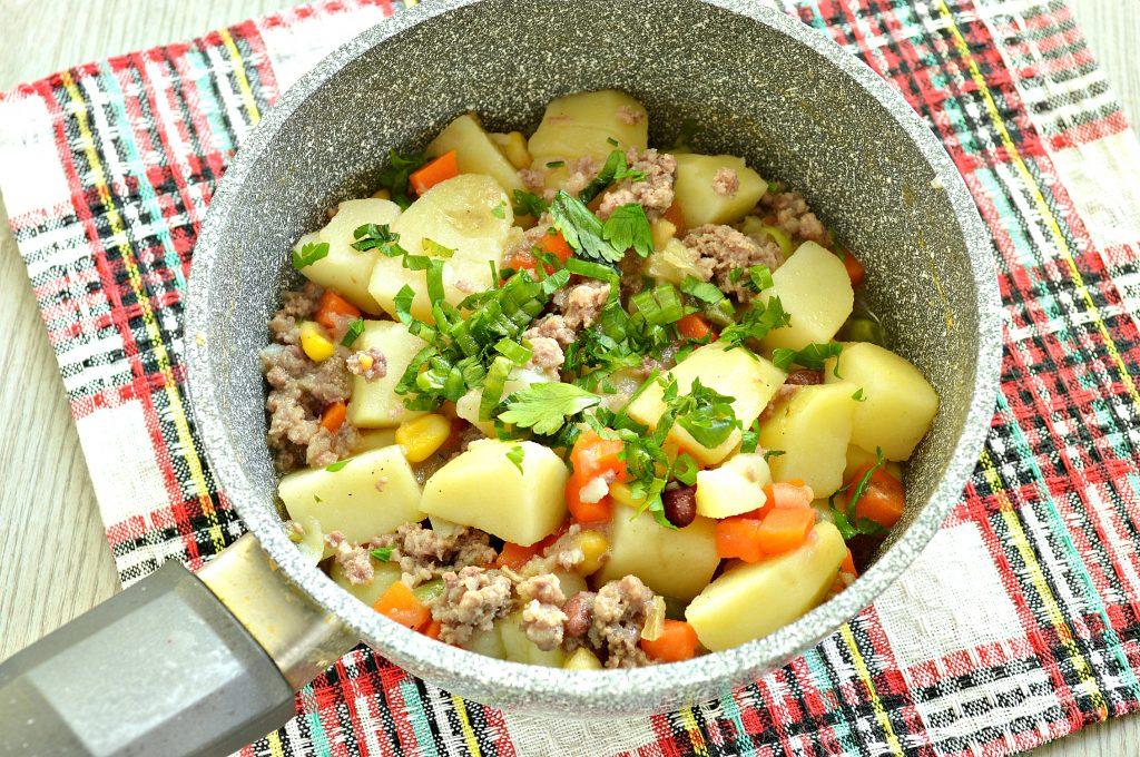 Фото рецепта - Картофель, тушенный с мексиканской овощной смесью и фаршем - шаг 5