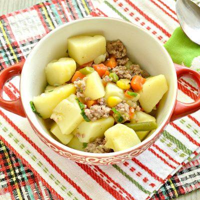 Картофель, тушенный с мексиканской овощной смесью и фаршем - рецепт с фото