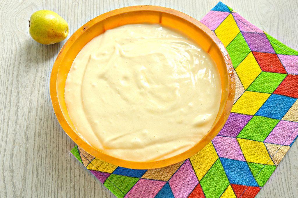 Фото рецепта - Вкусная шарлотка с грушами - шаг 7