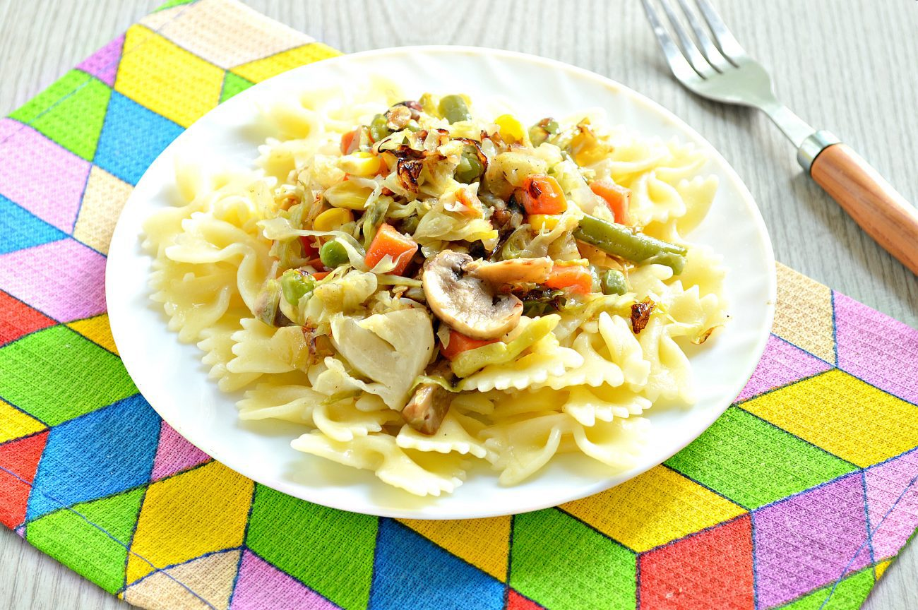 Капуста, тушенная с шампиньонами и мексиканской овощной смесью