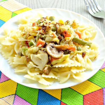 Капуста, тушенная с шампиньонами и мексиканской овощной смесью - рецепт с фото