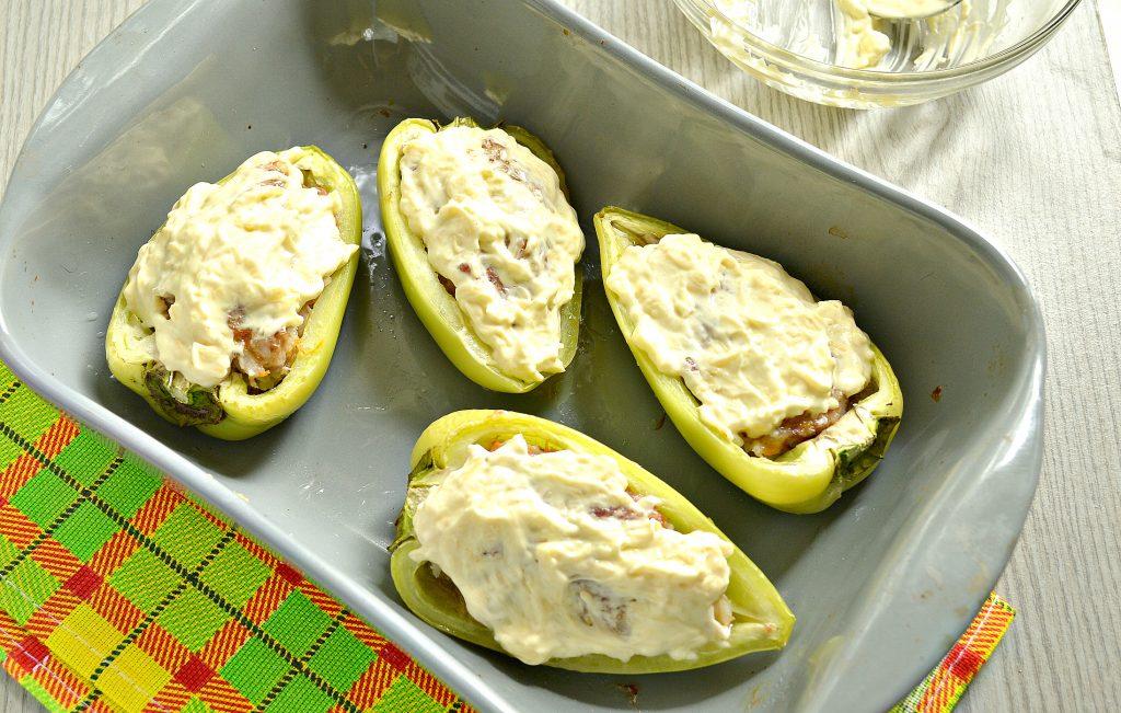Фото рецепта - Фаршированный перец с говяжьим фаршем под сыром в духовке - шаг 8