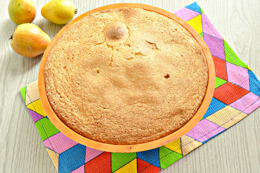 Фото рецепта - Вкусная шарлотка с грушами - шаг 8