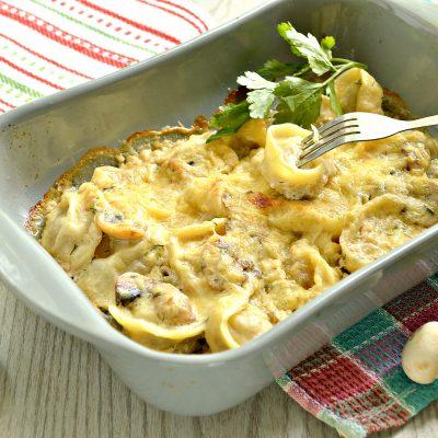 Пельмени с грибным соусом под сырной корочкой в духовке - рецепт с фото