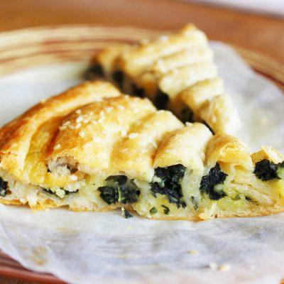 Бездрожжевой пирог «Улитка» со шпинатом и сыром - рецепт с фото