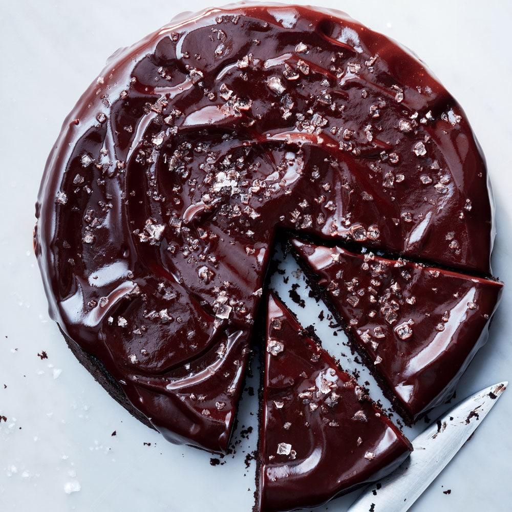Бисквитный торт с суфле под шоколадной глазурью