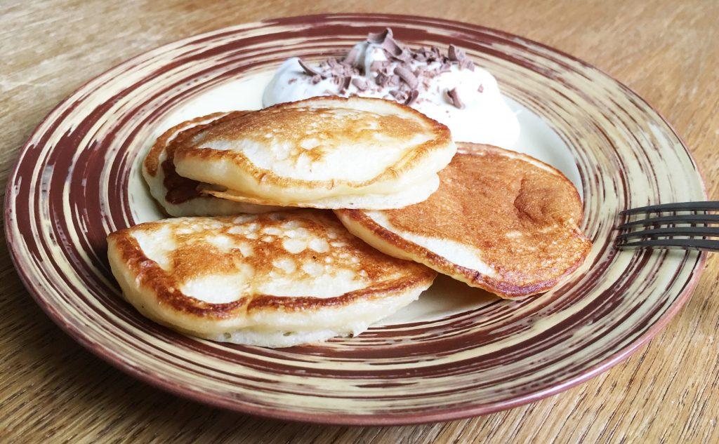 Фото рецепта - Дрожжевые пышные оладьи на молоке - шаг 12