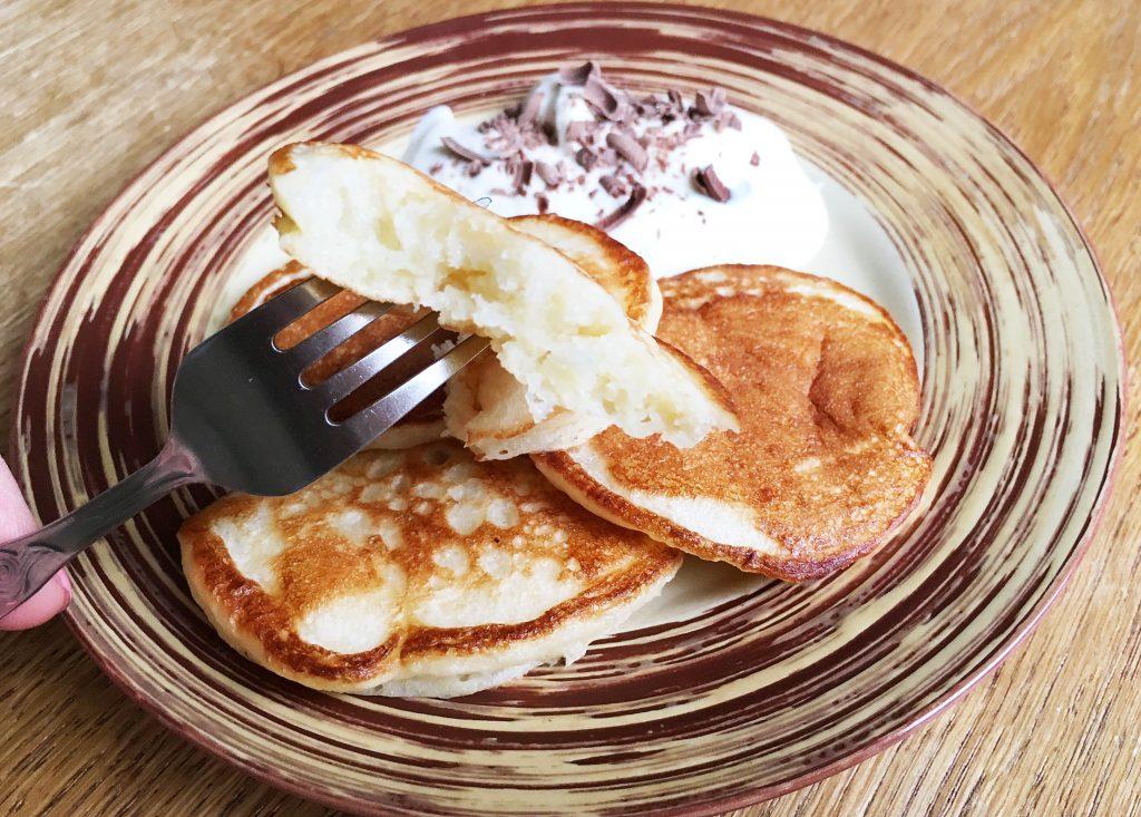 Фото рецепта - Дрожжевые пышные оладьи на молоке - шаг 13