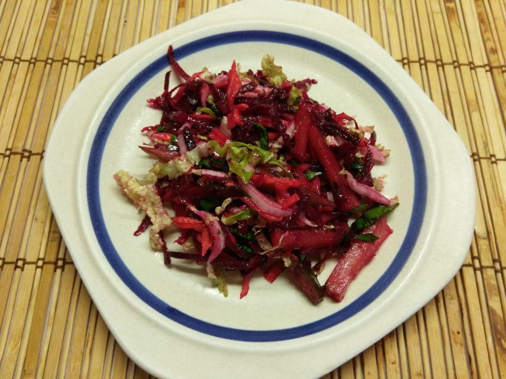 """Фото рецепта - Овощной салат """"Летнее настроение"""" с пекинской капустой - шаг 6"""