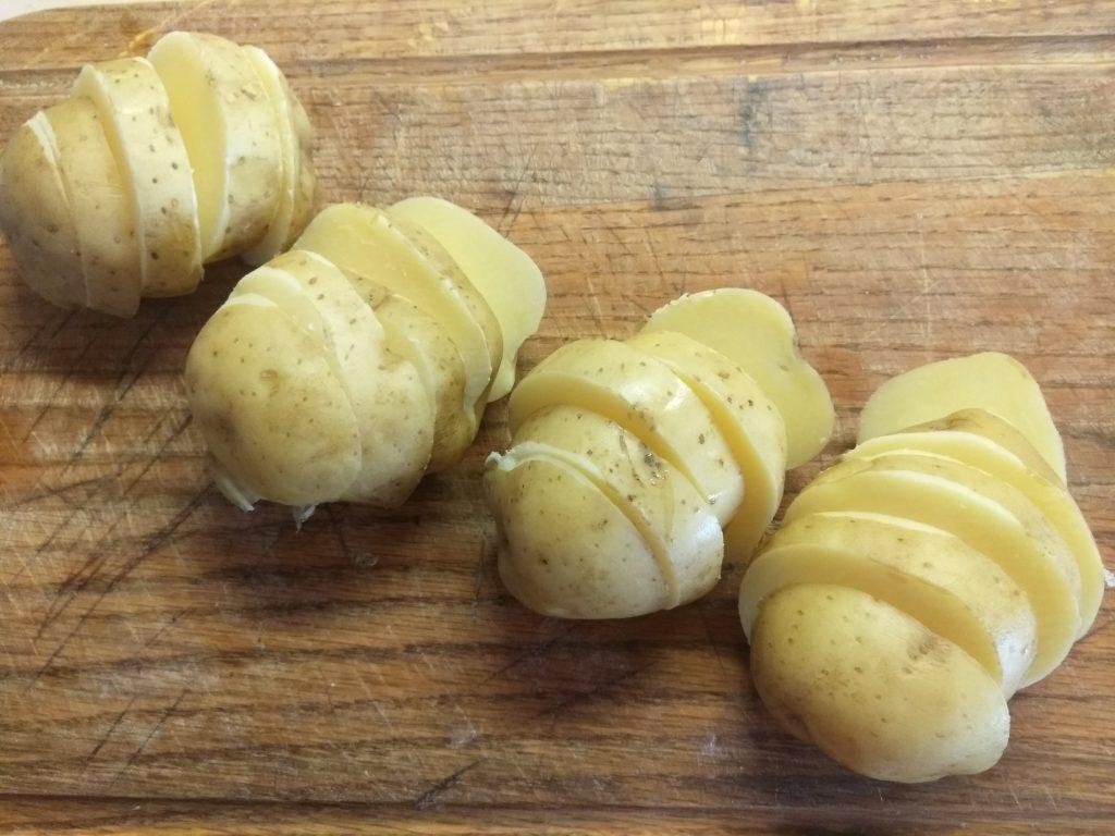 Фото рецепта - Шашлык из картофеля и грудинки - шаг 2