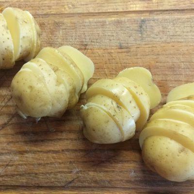 Фото рецепта - Шашлык из картофеля и грудинки - шаг 1
