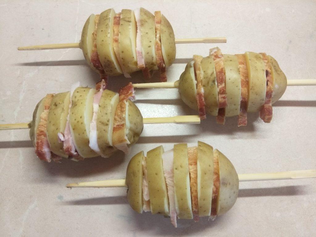 Фото рецепта - Шашлык из картофеля и грудинки - шаг 4