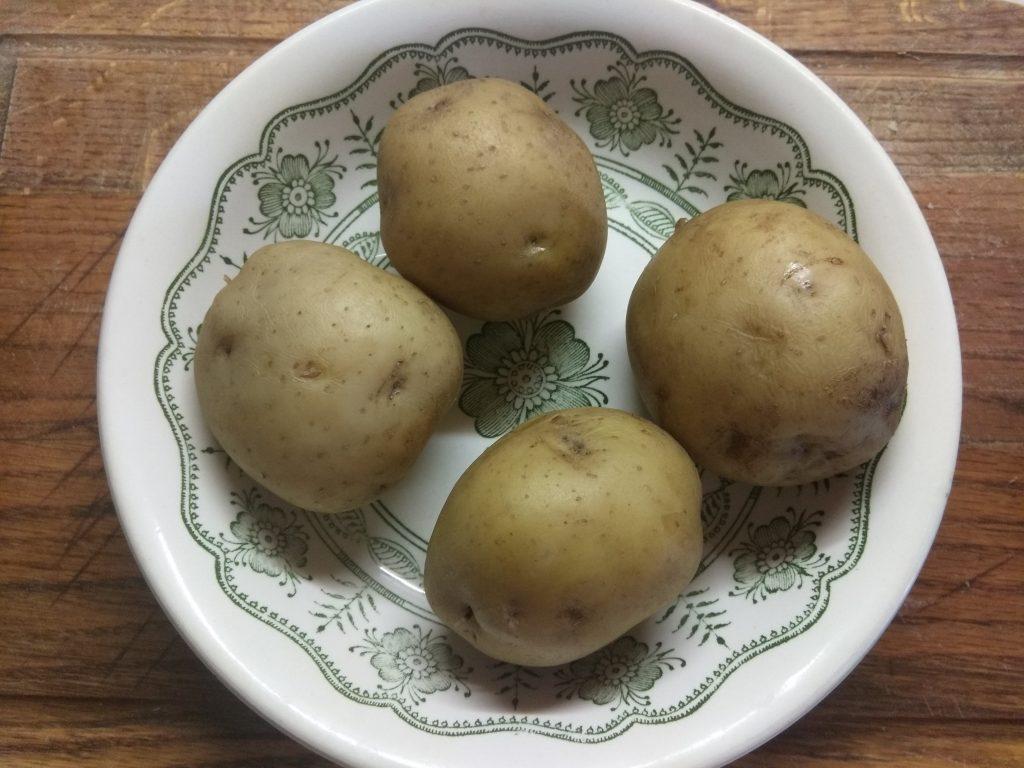 Фото рецепта - Картофельная запеканка со свеклой - шаг 1
