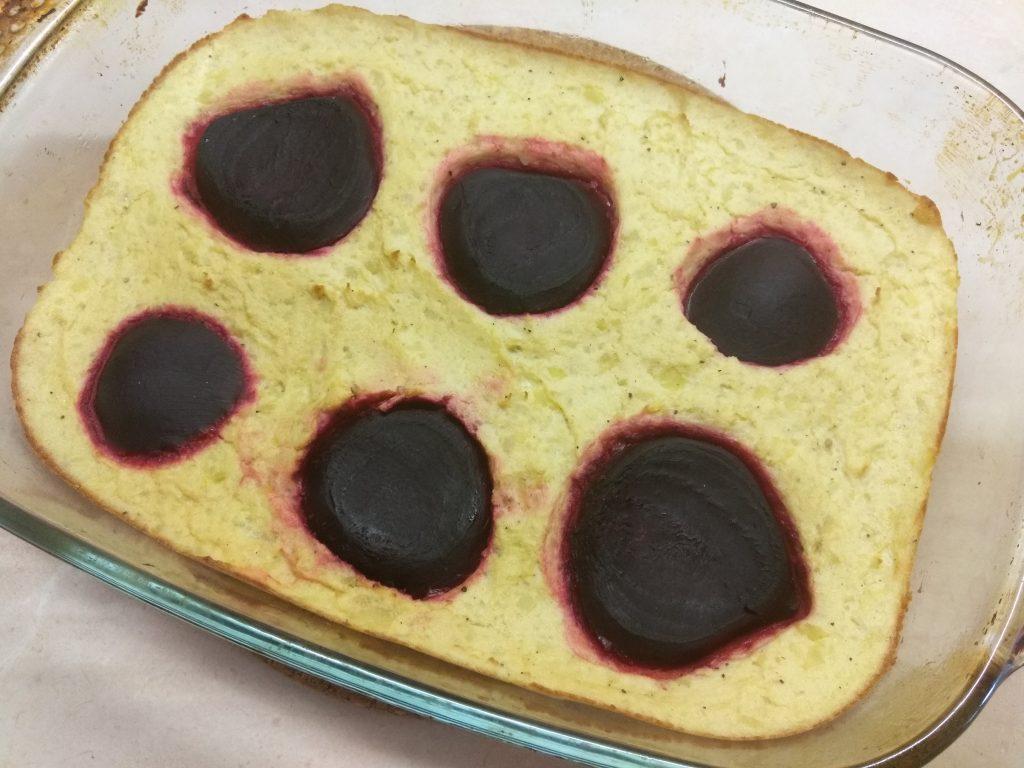 Фото рецепта - Картофельная запеканка со свеклой - шаг 6