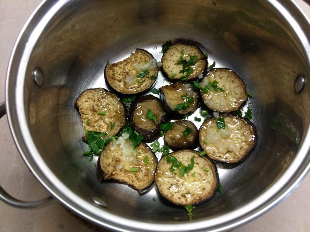 Фото рецепта - Острые маринованные баклажаны с чесноком - шаг 5