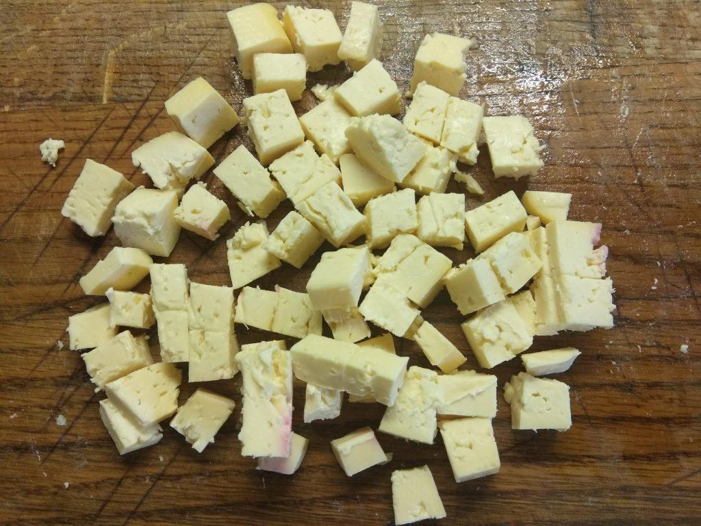Фото рецепта - Яичный салат с колбасой, соленными огурцами, сыром и кукурузой - шаг 4