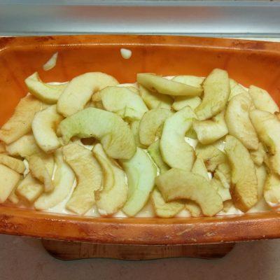 Фото рецепта - Творожная запеканка с яблоками и овсянкой - шаг 6