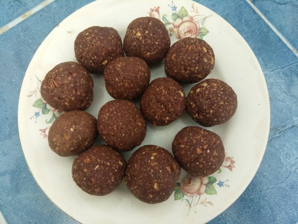 Фото рецепта - Домашние конфеты из фиников и арахиса - шаг 4