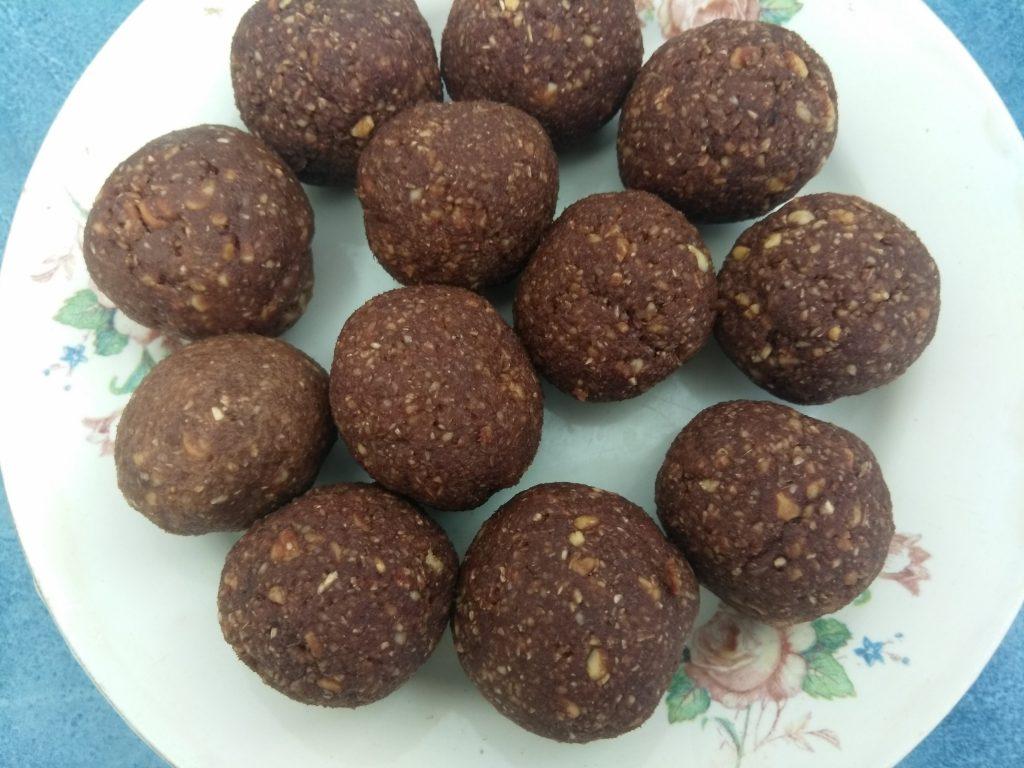 Фото рецепта - Домашние конфеты из фиников и арахиса - шаг 5