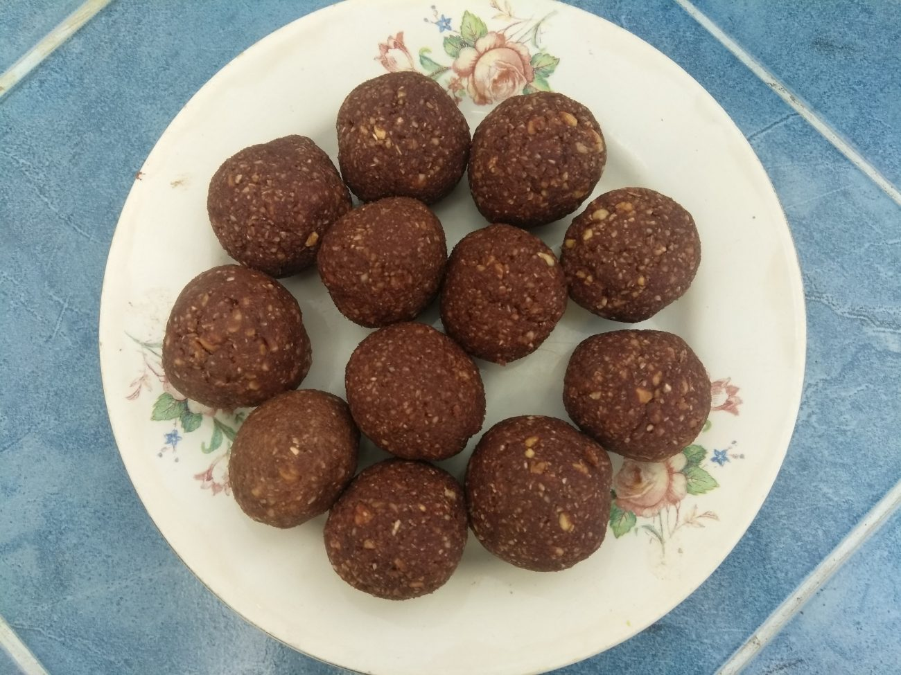 Домашние конфеты из фиников и арахиса