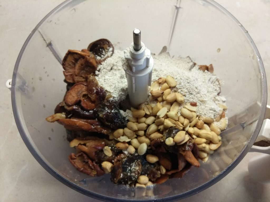 Фото рецепта - Домашние конфеты из сухофруктов - шаг 2