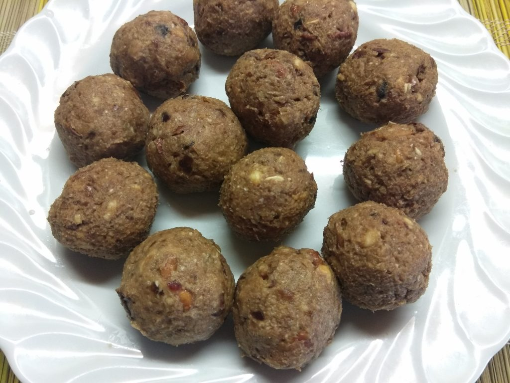 Фото рецепта - Домашние конфеты из сухофруктов - шаг 4