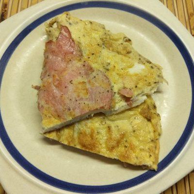 Омлет со свиным балыком и мятой - рецепт с фото