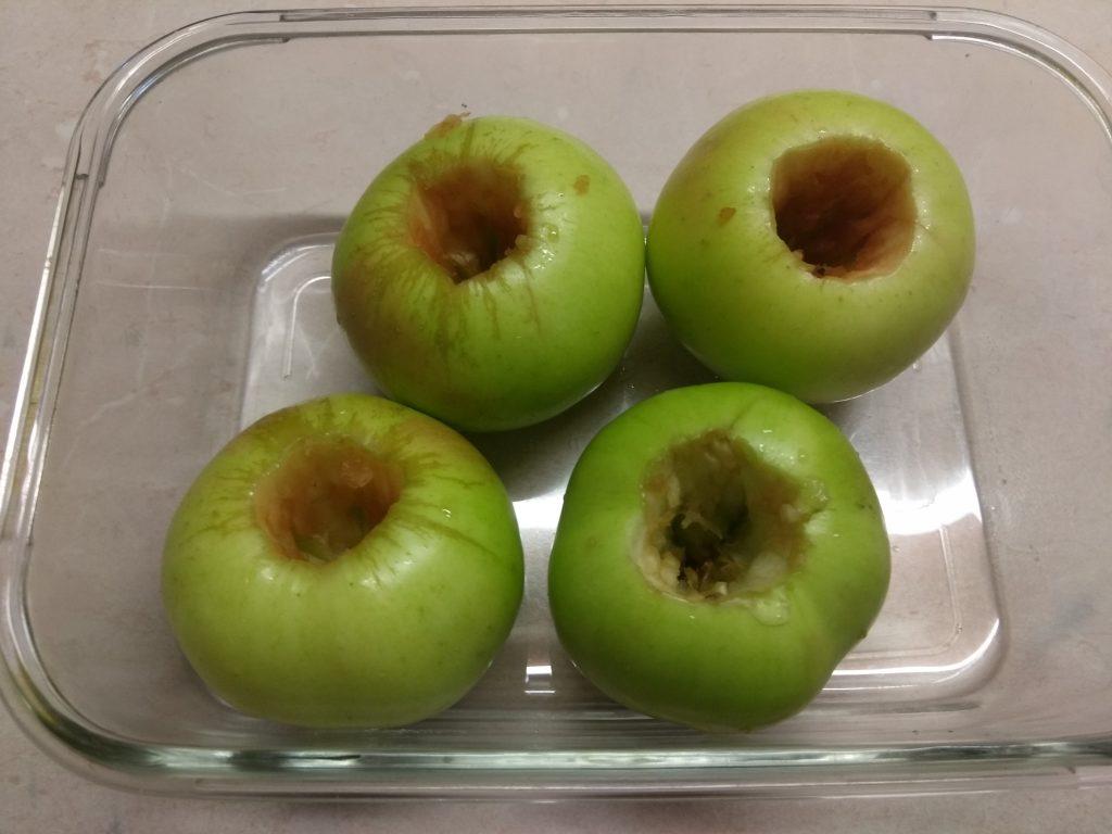 Фото рецепта - Яблоки, фаршированные арахисом и финиками - шаг 1