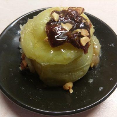 Яблоки, фаршированные арахисом и финиками - рецепт с фото