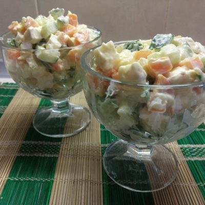 Яичный салат с балыком, морковью и сыром бри - рецепт с фото