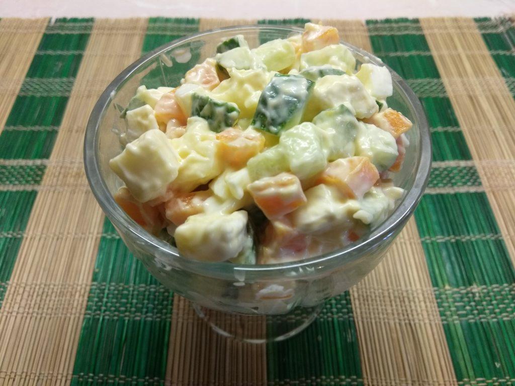 Фото рецепта - Яичный салат с балыком, морковью и сыром бри - шаг 5