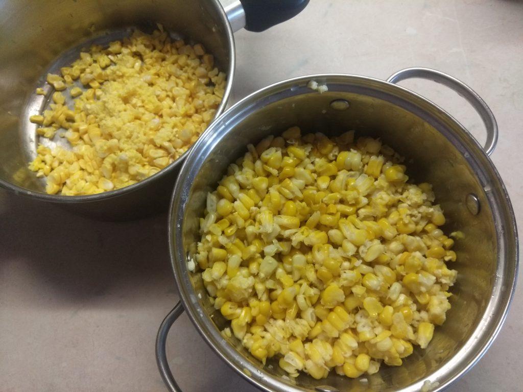 Фото рецепта - Оладьи из молодой кукурузы на молоке - шаг 1