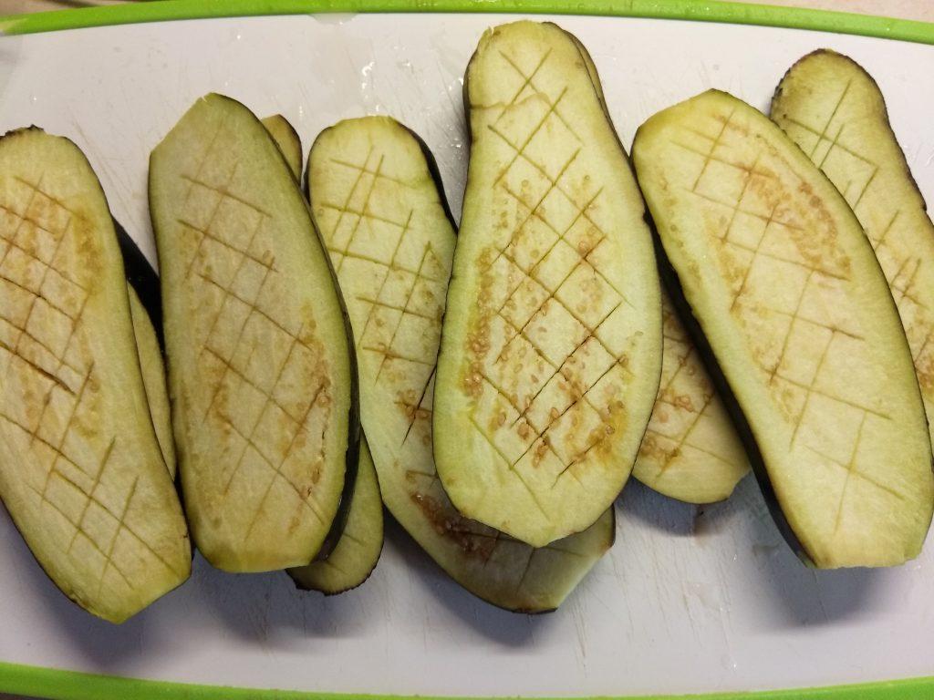Фото рецепта - Баклажаны, запеченные с помидорами и чесноком - шаг 1