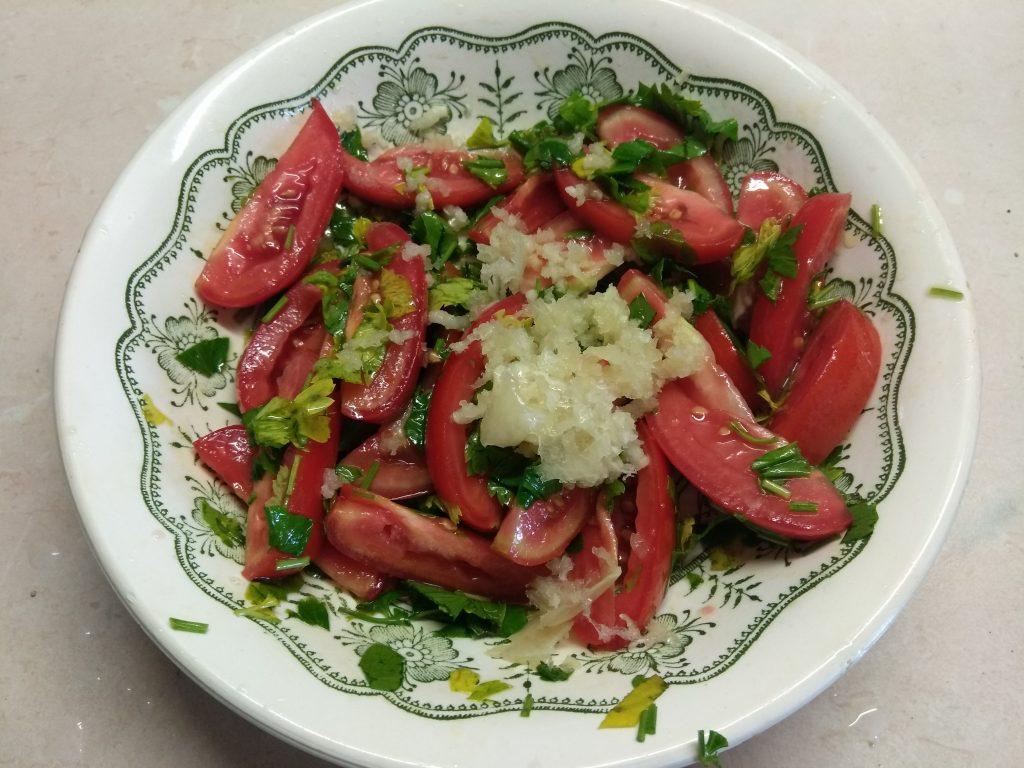 Фото рецепта - Баклажаны, запеченные с помидорами и чесноком - шаг 2