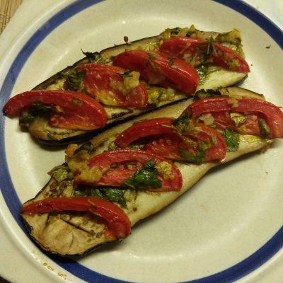Фото рецепта - Баклажаны, запеченные с помидорами и чесноком - шаг 5