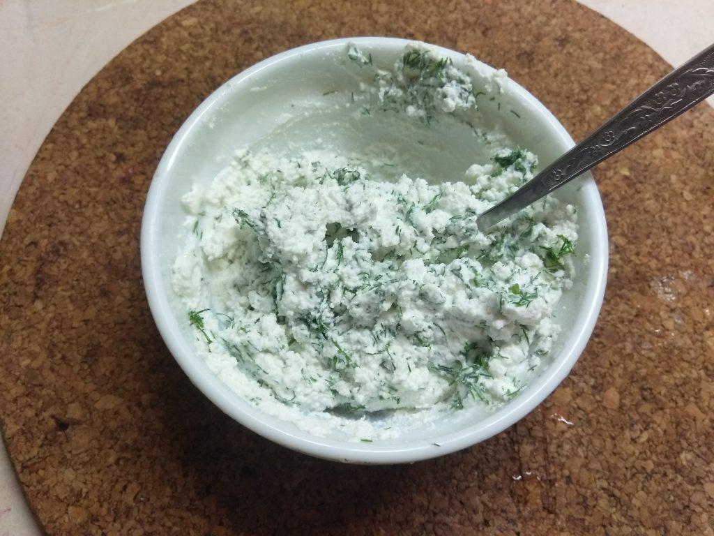 Фото рецепта - Помидоры, фаршированные фетой с зеленью - шаг 2