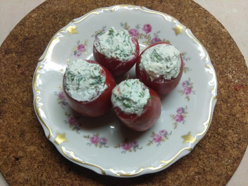 Фото рецепта - Помидоры, фаршированные фетой с зеленью - шаг 3